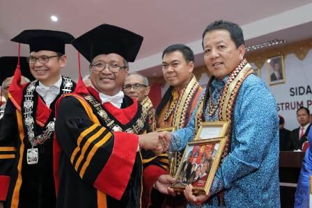 Berperan Penting dalam Pembangunan ltera, Gubernur Arinal dan SBY Terima Penghargaan