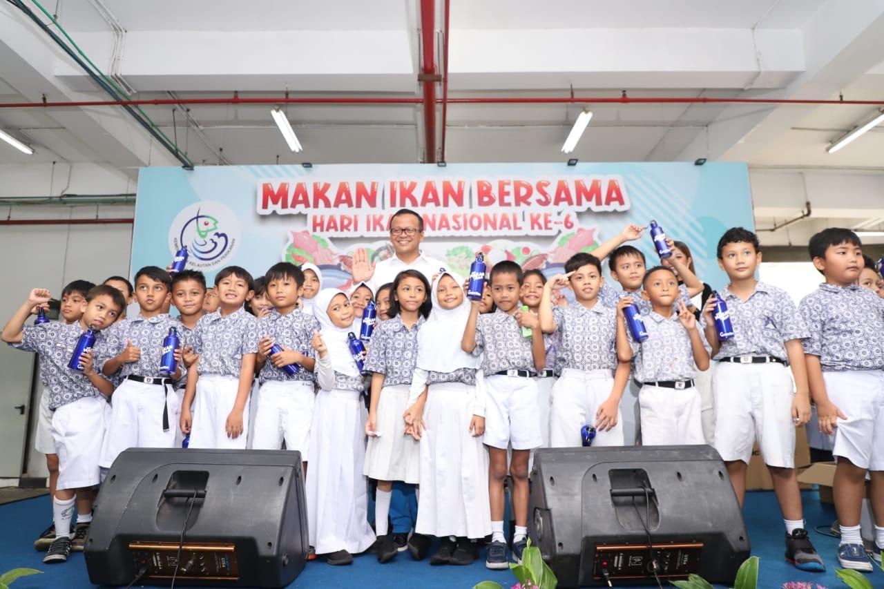Rayakan Hari Ikan Nasional Ke-6, KKP Gelar Makan Ikan Bersama Ribuan Pelajar dan Pegawai