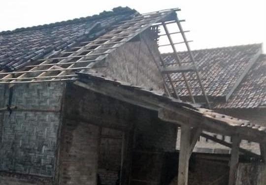 Angin Puting Beliung Rusak Puluhan Rumah Warga di Lamsel