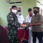Danramil 421-10 KTB Dan Uspika kecamatan Merbau Mataram Bagikan 2000 masker secara Gratis.