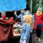 Ketua Umum LKKS Ibu Riana Sari Arinal Bagikan Sembako untuk Masyarakat Terdampak Covid-19 di Natar, Lampung Selatan