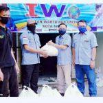 Wujud Perhatian di Tengah Pandemi Covid-19 PD IWO Metro Berikan Bantuan Sembako ke Anggota