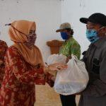 DWP Kabupaten Lampung Selatan Salurkan 150 Paket Sembako Kepada Petugas Kebersihan