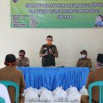 Sekdaprov Fahrizal Darminto Serahkan Bantuan Pangan B2SA kepada Masyarakat Terdampak Covid-19 di Kota Bandar Lampung