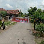 Warga Kampung Adijaya Blokir Jalan
