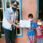 Pelajar SD di Banyuwangi Mendapat Bantuan Paket Belajar Di Rumah