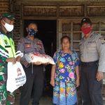 Bhakti sosial Jelang Hari Bhayangkara ke  74.  Babinsa 421-10 KTB. Dampingi Kepolisian Salurkan Bantuan.