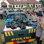 Hari Bhayangkara ke 74, Polres Lampura Bagikan 1000 Paket Sembako, Sebagai Wujud Nyata Peduli Polri ke Masyarakat Dampak Covid-19