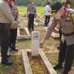 Hari Bhayangkara ke 74, Kapolres Lampura Pimpin Ziarah Makam Pahlawan