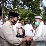 Dengan Protokol Kesehatan, Gubernur Arinal dan Keluarga Sholat Idul Adha 1441 H di PKOR Way Halim, Serahkan Kurban 2 Ekor Sapi
