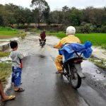 Di guyur Hujan Jalan Penghubung Dua Desa Terendam Banjir
