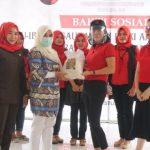 Persaudaraan Istri Anggota DPR RI Fraksi PDI-P Salurkan Bantuan 2,5 Ton Beras Untuk Warga Terdampak COVID-19 di Lampung Selatan