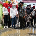 Winarni Tinjau Warga Korban Banjir Rangai  Dan Tarahan