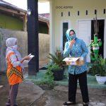 Jaga Disiplin Terapkan Protokol Kesehatan, Ibu Riana Arinal Bagikan Masker kepada Masyarakat Metro dan Lampung Timur