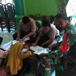 Babinsa Koramil 421-10 KTB Dampingi Siswa/Siswi Belajar Secara Daring