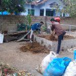Kelompok Ternak Mekar Sari Purwodadi Dalam Dapat kan pelatihan Pembuatan Pupuk Organik dari UNILA