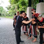 Tonton Pertandingan Bola, Deputi BIN Cek Penerapan Prokes di Bali