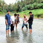 Belasan Ribu Benih Ikan Nila Di Tebar Di Sungai Way Ratai