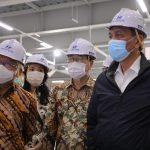 Tinjau Pabrik Mobil Listrik, Menko Luhut Akui Bangga Bawa Indonesia menjadi Negara Makin Ramah Terhadap Lingkungan