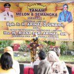 Kembangkan Wahana Eduwisata Keluarga, Gubernur Arinal dan Ibu Riana Tanam Melon dan Semangka di  PKK Agropark Lampung