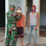 Babinsa Koramil 427-01/PKR Sub Negeri Besar Himbau Masyarakat Patuhi Protokol Kesehatan