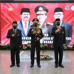 Kapolri Berikan Bintang Bhayangkara Utama kepada Menpan RB dan Menteri ATR/BPN