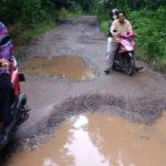 Jalan Penghubung Antar Kecamatan Merbau Mataram Dan Katibung Bak Kubangan Kerbau
