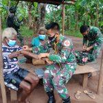 Sambangi Warga, Satgas Pamtas Yonif 125/SMB Berikan Pelayanan Kesehatan Di Kampung Toray