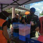 Relawan Saling Membahu Sediakan Makanan Di Posko Crisis Centre