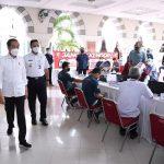 Presiden Jokowi Sidak Vaksinasi Massal Pedagang di Pasar Tanah Abang