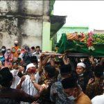 Tangis Harus Menyelimuti Pemakaman Alm. KH. Ali Komarudin Ketua PCNU Metro