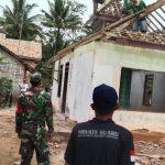 Babinsa Koramil 421-10/Katibung Bantu Warga Suka Jaya Bangun Mushola Al- Hidayah