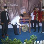 Bupati Lampura Terima Penghargaan Atas Partisipasi Sebagai Keynote Speaker dari PC IMM