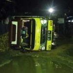 Jalan Rusak dan Berlubang, Truk Angkut Singkong Terguling di Jalan Taman Siswa Lampura
