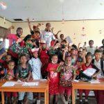Satgas Pamtas Yonif 131/Braja Sakti Hibur Anak-Anak Papua Dengan Atraksi Sulap