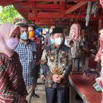 Bupati Lampura Hi. Budi Utomo Sidak Pasar Sentral Pastikan Stok Persediaan Bahan Pangan