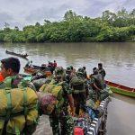 Ratusan Warga Distrik Kawagit Melepas Keberangkatan Anggota Satgas TMMD