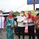 Menyambungkan Kebahagiaan Ramadhan JNE santuni Tuna Netra di Bandar Lampung
