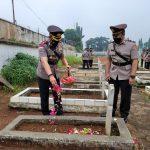 Hari Bhayangkara Ke-75, Kapolres Lampura Pimpin Ziarah dan Tabur Bunga di Taman Makam Pahlawan