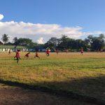 Personel Kompi Bantuan Yonif 642/Kapuas Olahraga Sepak Bola Bersama Masyarakat