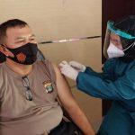 Polres Tanggamus Bersama Dinkes Vaksinasi 50 Personel yang Tertunda