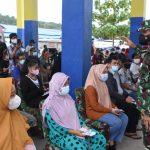 Pangdam XVIII/Kasuari Tinjau Pelaksanaan Serbuan Vaksinasi di Pasar Wosi, Capaiannya Melebihi Target