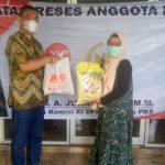 Reses di Dapil, Junaidi Auly Jalin Silaturahim Konstituen Dengan Bagikan Bahan Pokok