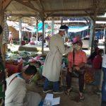 Tim tracer Puskesmas Way Sulan melakukan Tes Rapit di pasar sumber agung 52 orang dengan hasil negatif