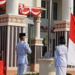 Digelar Sederhana, Nanang Ermanto Pimpin Upacara HUT Ke-76 Kemerdekaan RI di Halaman Kantor Bupati