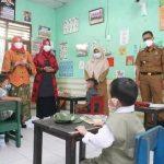 Winarni Nanang Pantau Uji Coba Sekolah Tatap Muka di TK Negeri Pembina dan TK Masjid Agung Kalianda Lampung Selatan