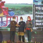 Bupati Winarti Terima Penghargaan Pemenang Lomba GTTG Tingkat Nasional
