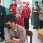 Sambangi Kecamatan Sidomulyo, Duta Vaksin Lampung Selatan Tinjau Pelaksanaan Vaksinasi Bagi Pelajar Usia 12-17 Tahun