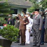 Gubernur Arinal dan Danrem 043/Gatam Brigjen TNI Drajad Brima Yoga Bersama Forkopimda Ikuti Upacara HUT TNI ke-76 yang Dipimpin Presiden Joko Widodo
